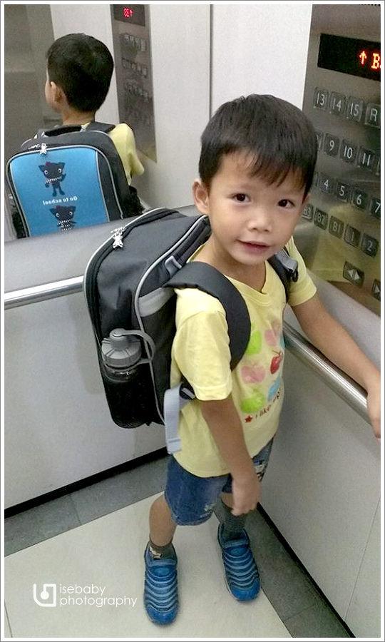 [兒子] Ryan-上小學的書包::UnMe超輕單層後背書包(6Y2M)