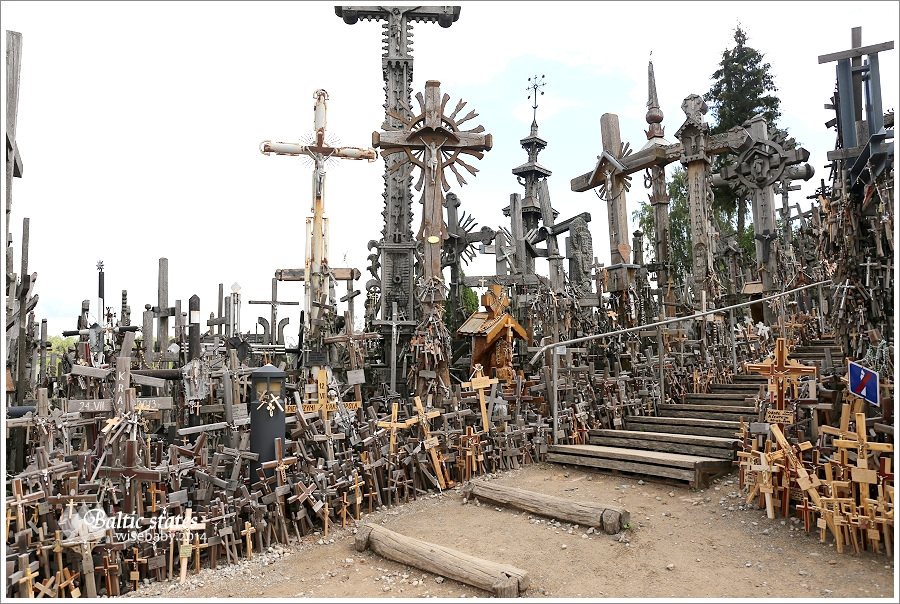 立陶宛 | The Hill of Crosses十字架山。撫慰人心的信仰聖地