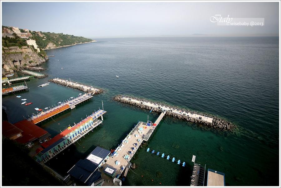 [義大利親子自助] 交通-Sorrento::從蘇連多市區上下港口