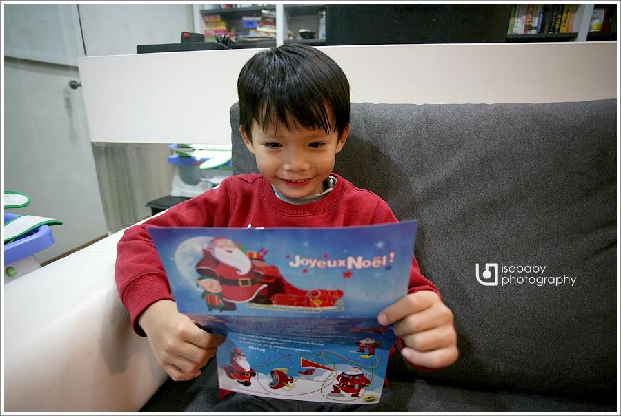 [兒子] 收到法國聖誕老公公的回信與聖誕禮物(6Y7M)