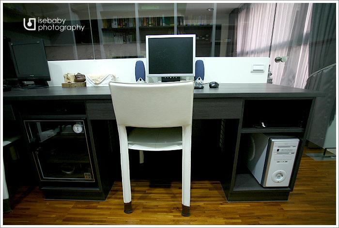 [窩] 開箱-黑白時尚書擺不滿的書房